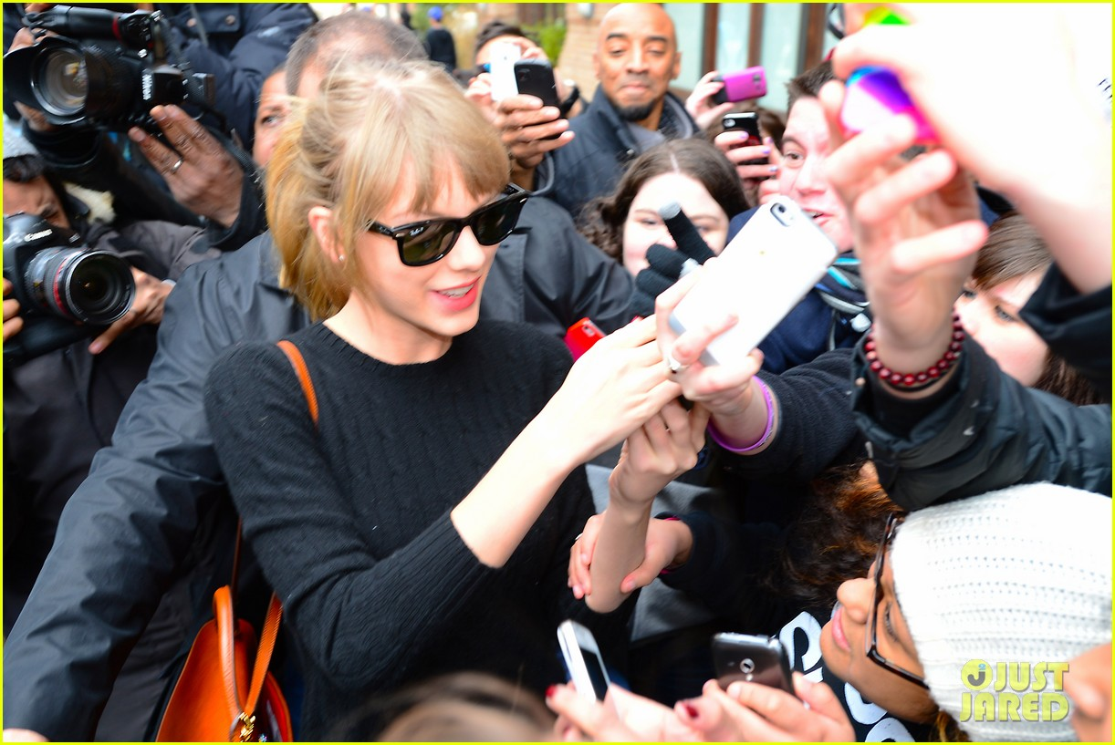 taylor swift paints the town red in new york city 20