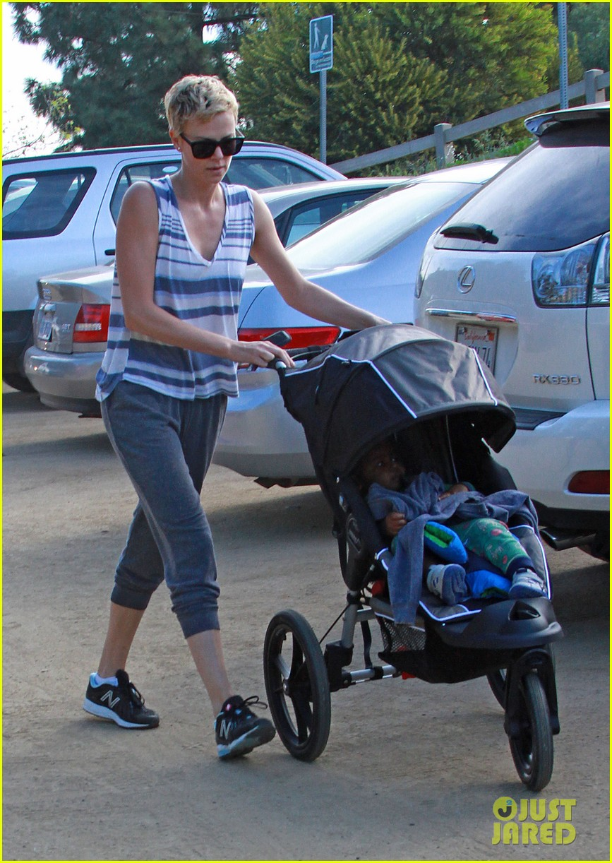 charlize theron runyon canyon hike with jackson 212831180