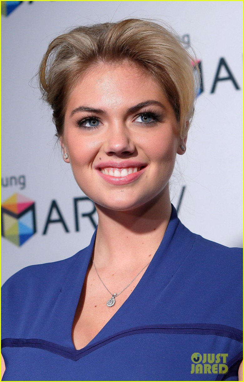kate upton samsung spring 2013 launch party 08