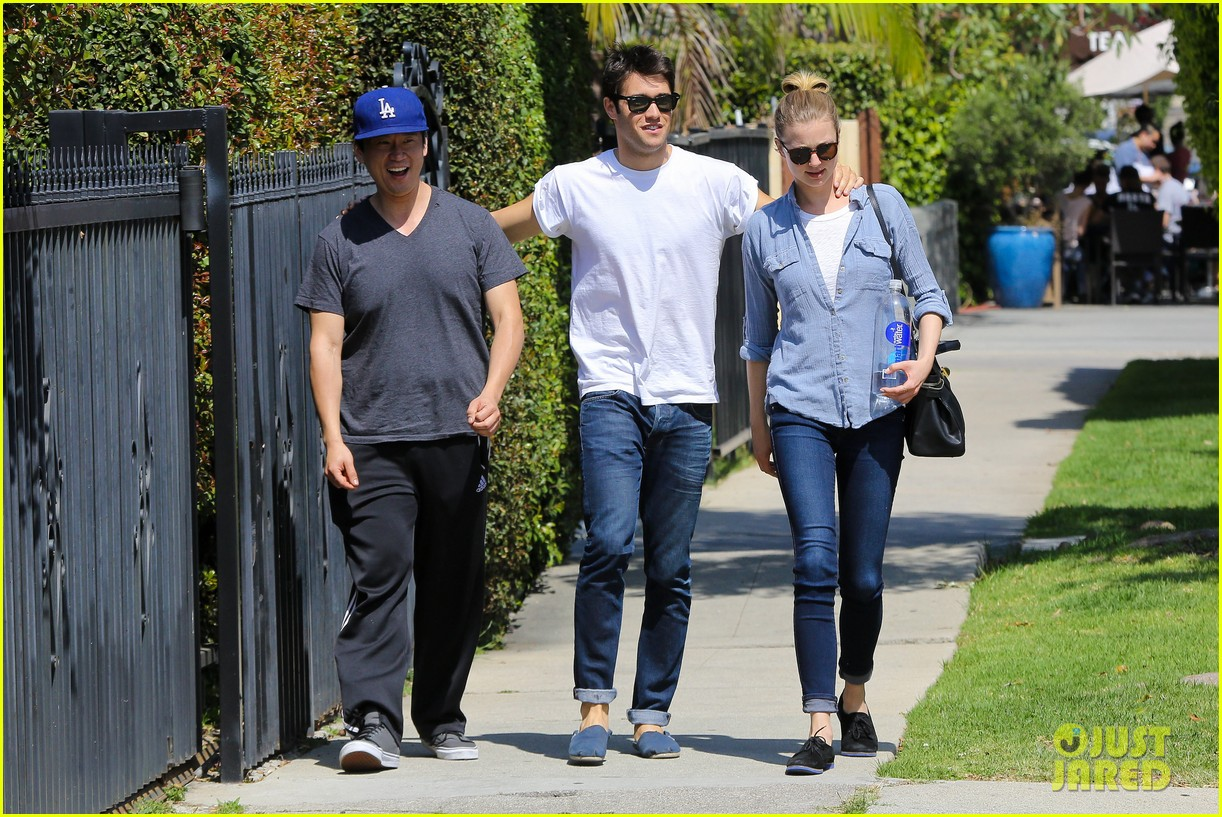 emily vancamp joshua bowman fratelli cafe couple 102837388