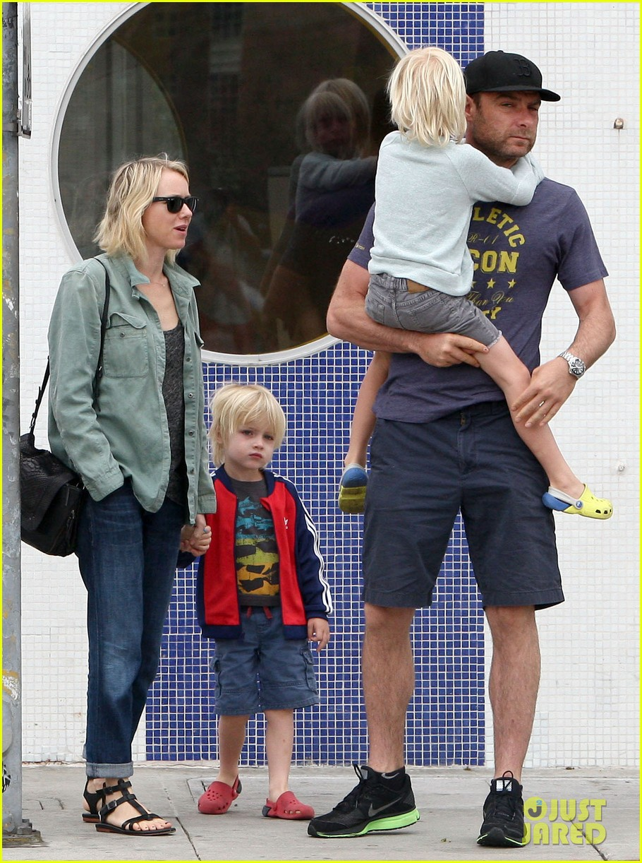 naomi watts liev schreiber saturday family errands 06