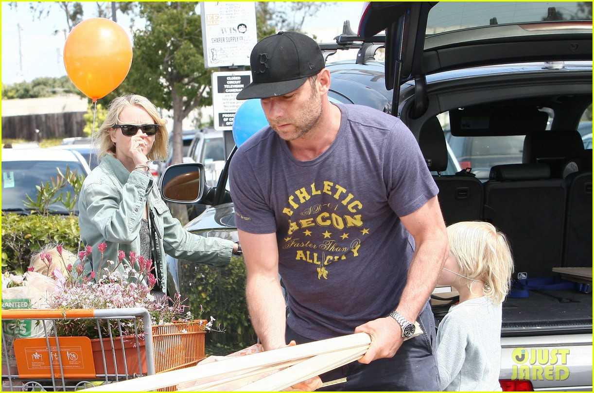naomi watts liev schreiber saturday family errands 092840884