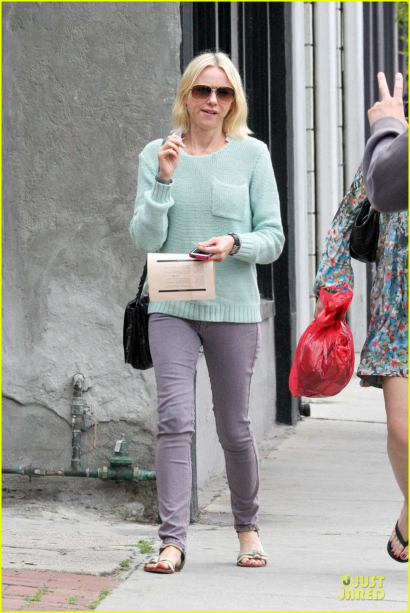 naomi watts neighboring visit with the boys 09