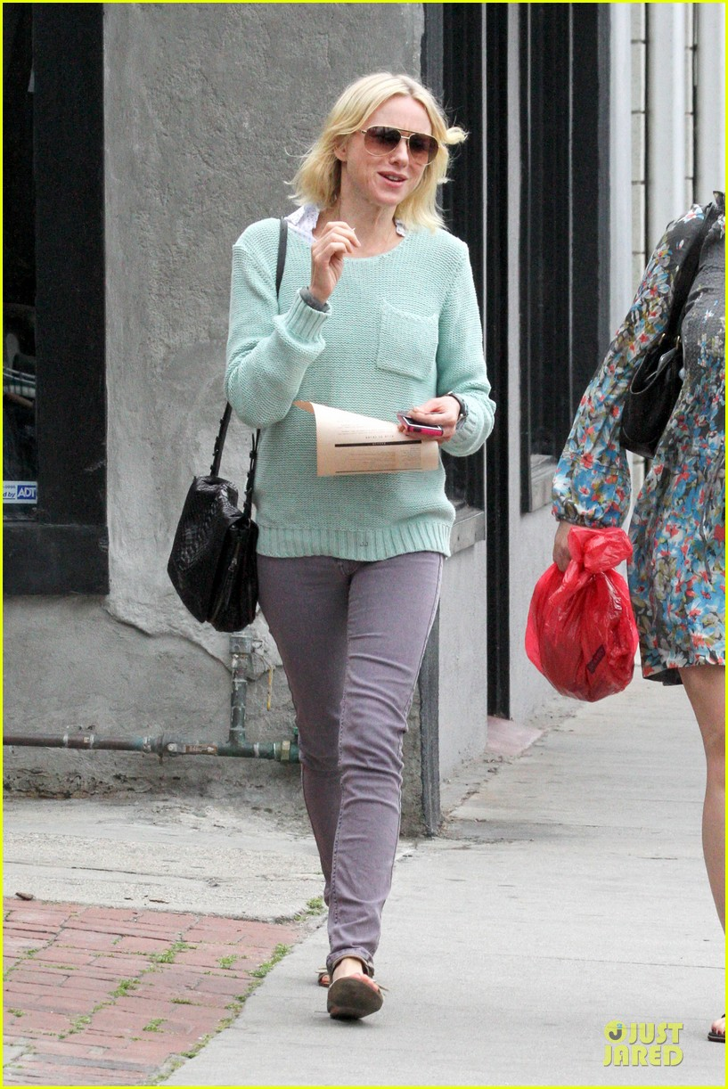 naomi watts neighboring visit with the boys 102831448