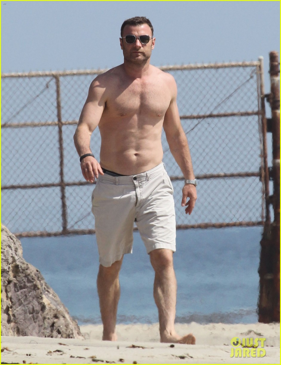 naomi watts shirtless liev schreiber family beach day 072836794
