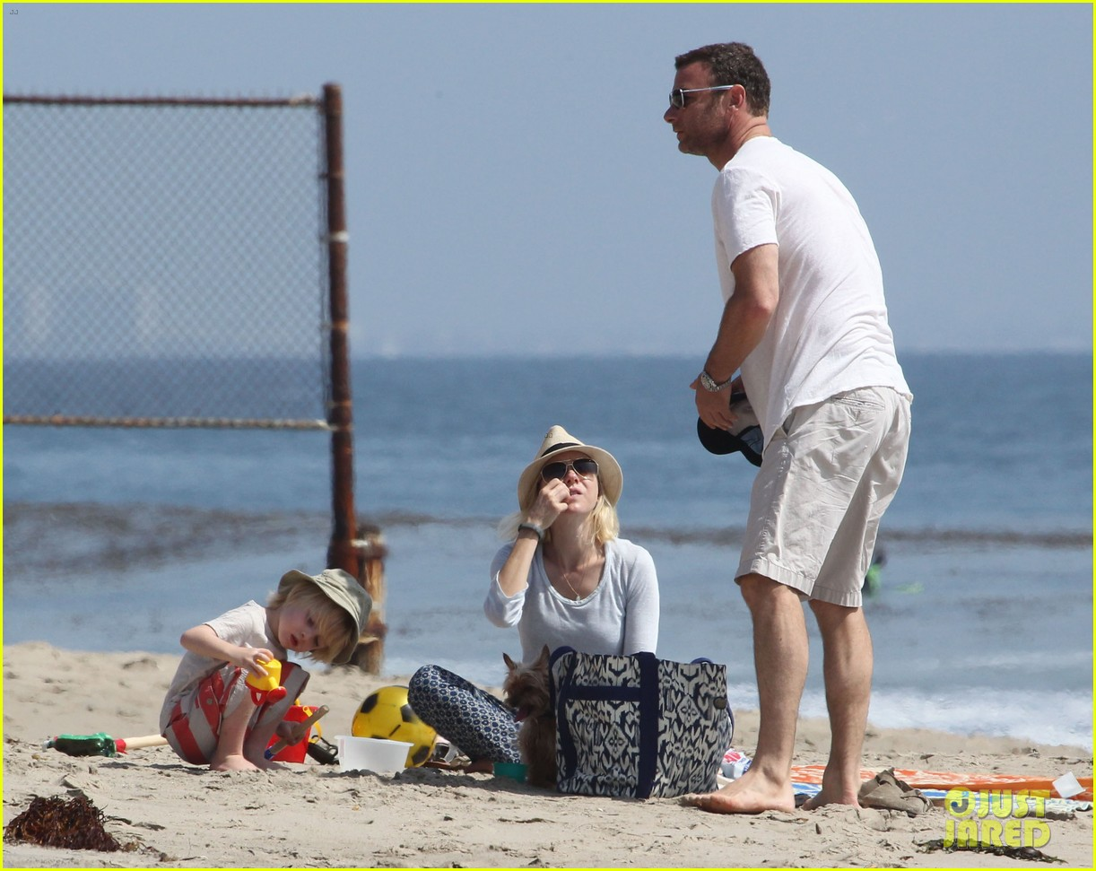 naomi watts shirtless liev schreiber family beach day 102836797