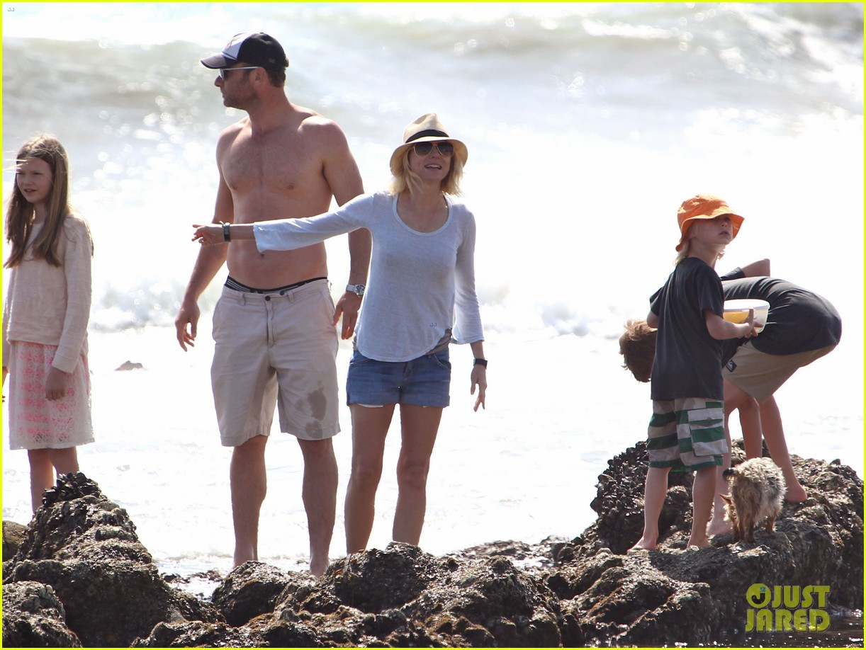 naomi watts shirtless liev schreiber family beach day 16