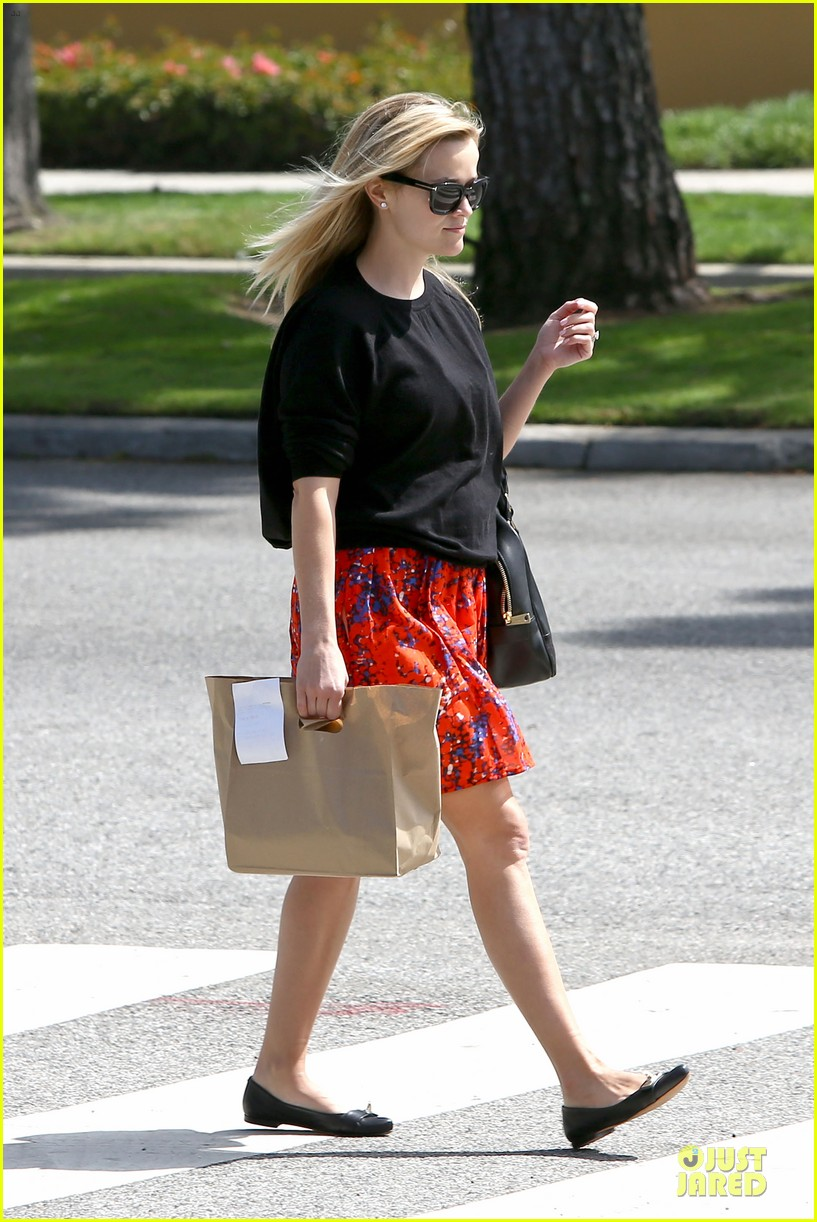 reese witherspoon floral friday meal stop 11