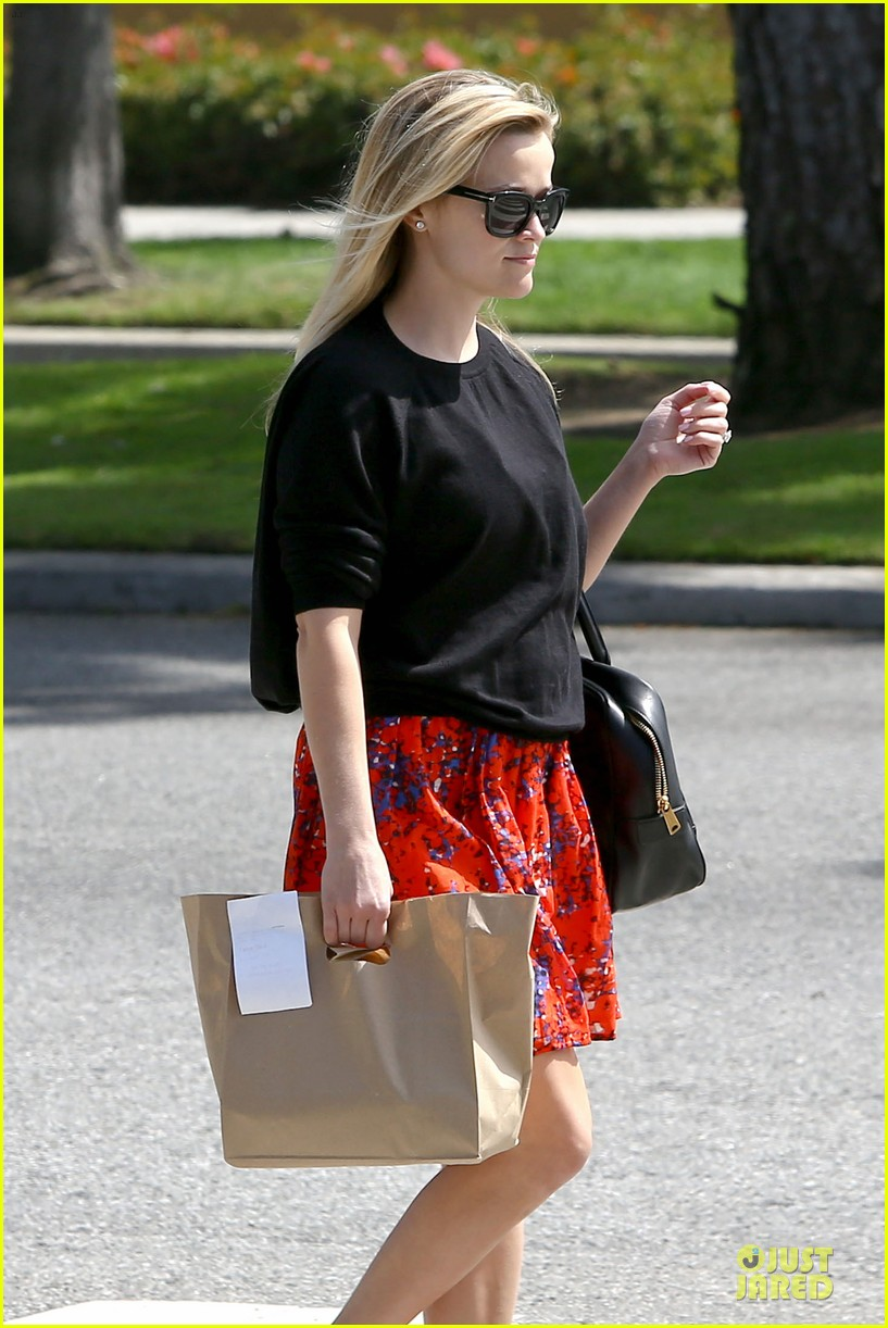 reese witherspoon floral friday meal stop 12