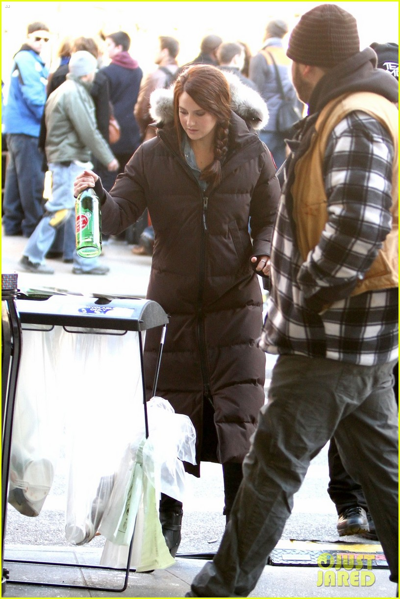 shailene woodley in mary jane watson costume first pics 01