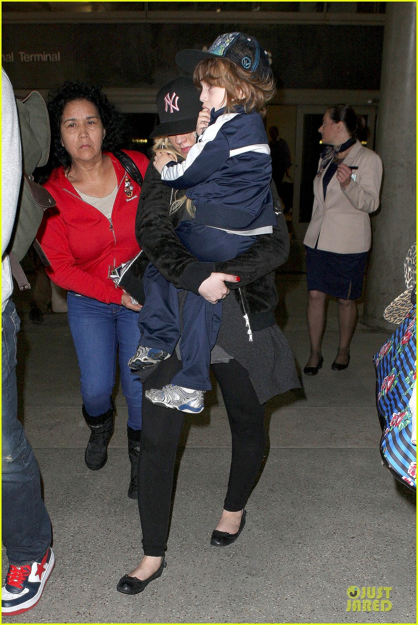 christina aguilera max lax arrival after tokyo heaven 05