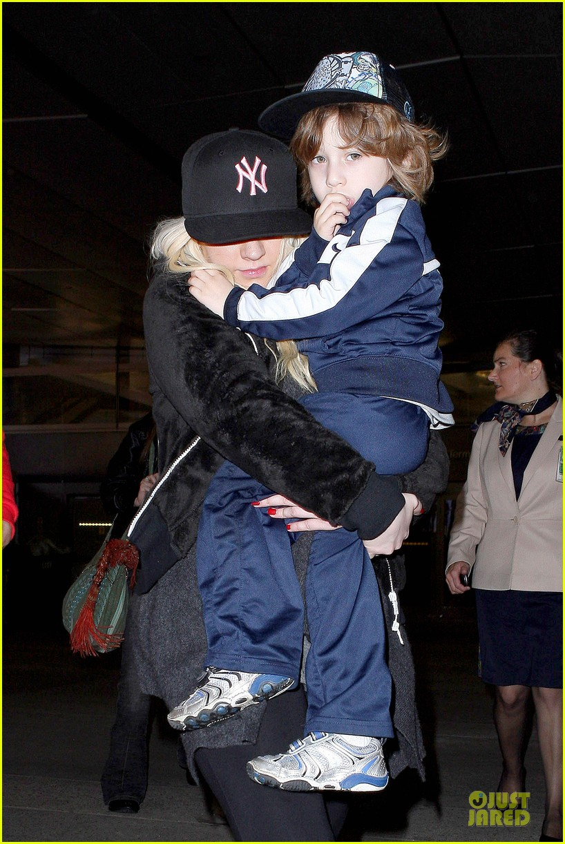 christina aguilera max lax arrival after tokyo heaven 062842153