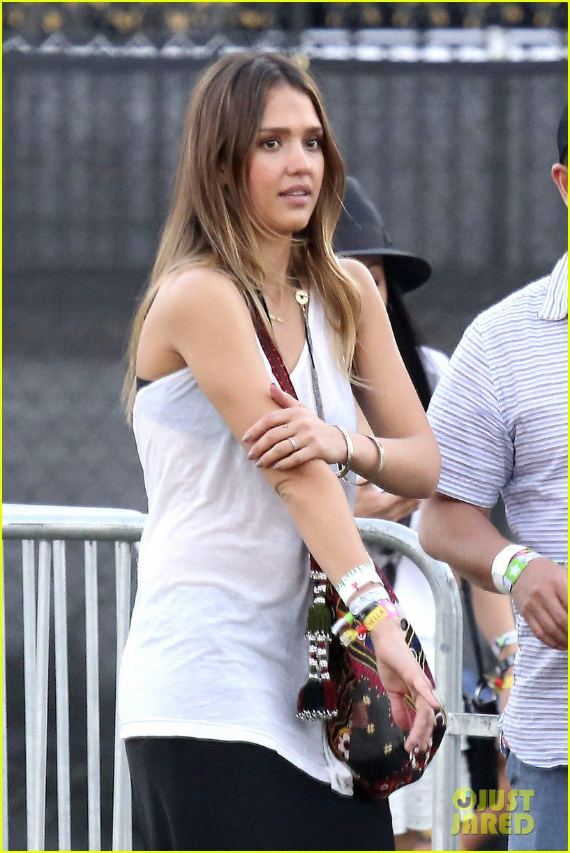 jessica alba cash warren coachella couple 05