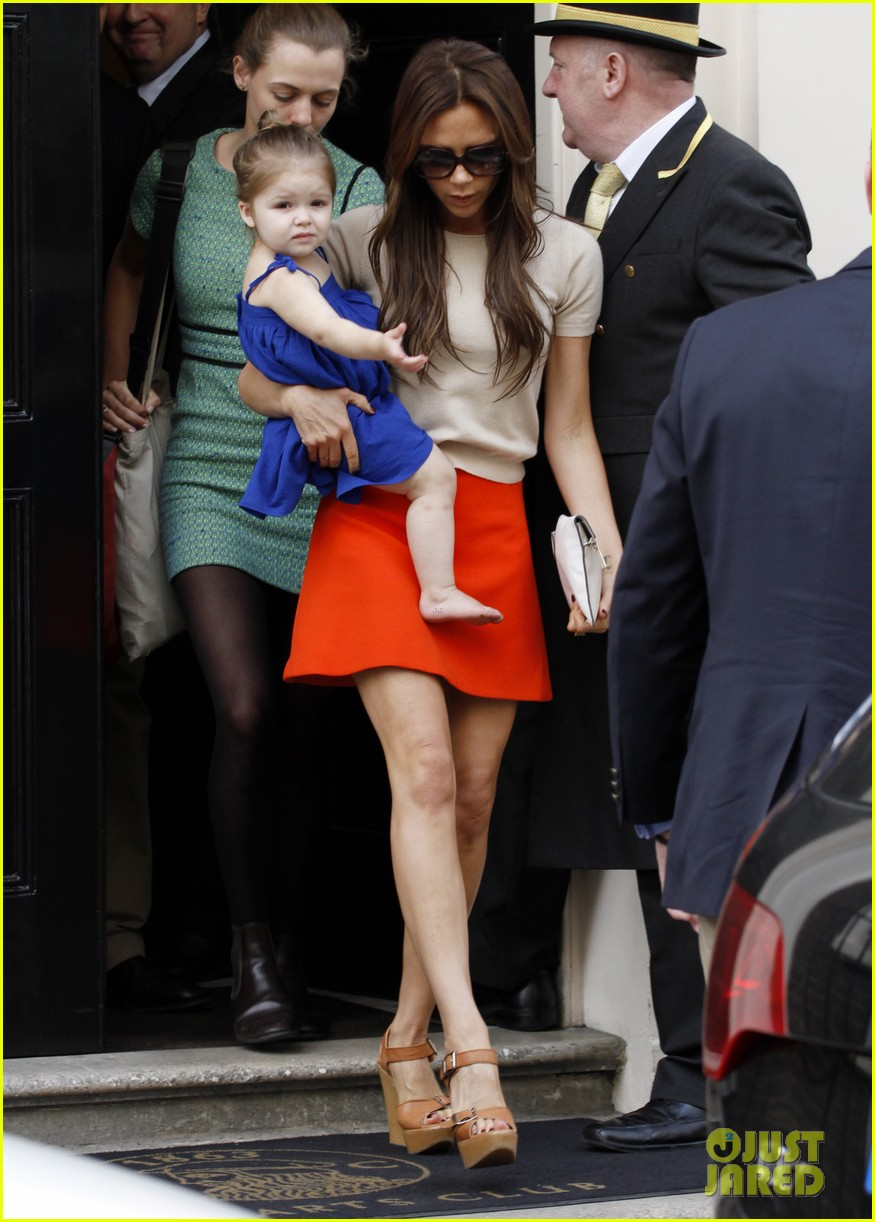 victoria david beckham day out with harper 13