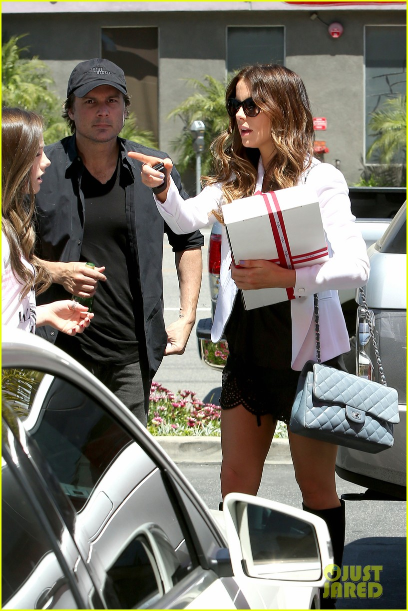 kate beckinsale dressed up at the six 102855418