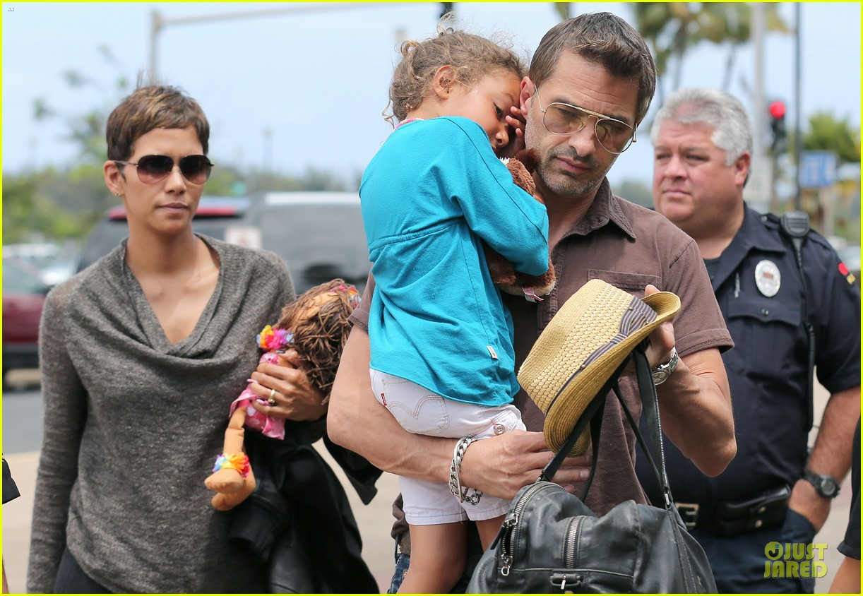 halle berry olivier martinez maui departure with nahla 262841628