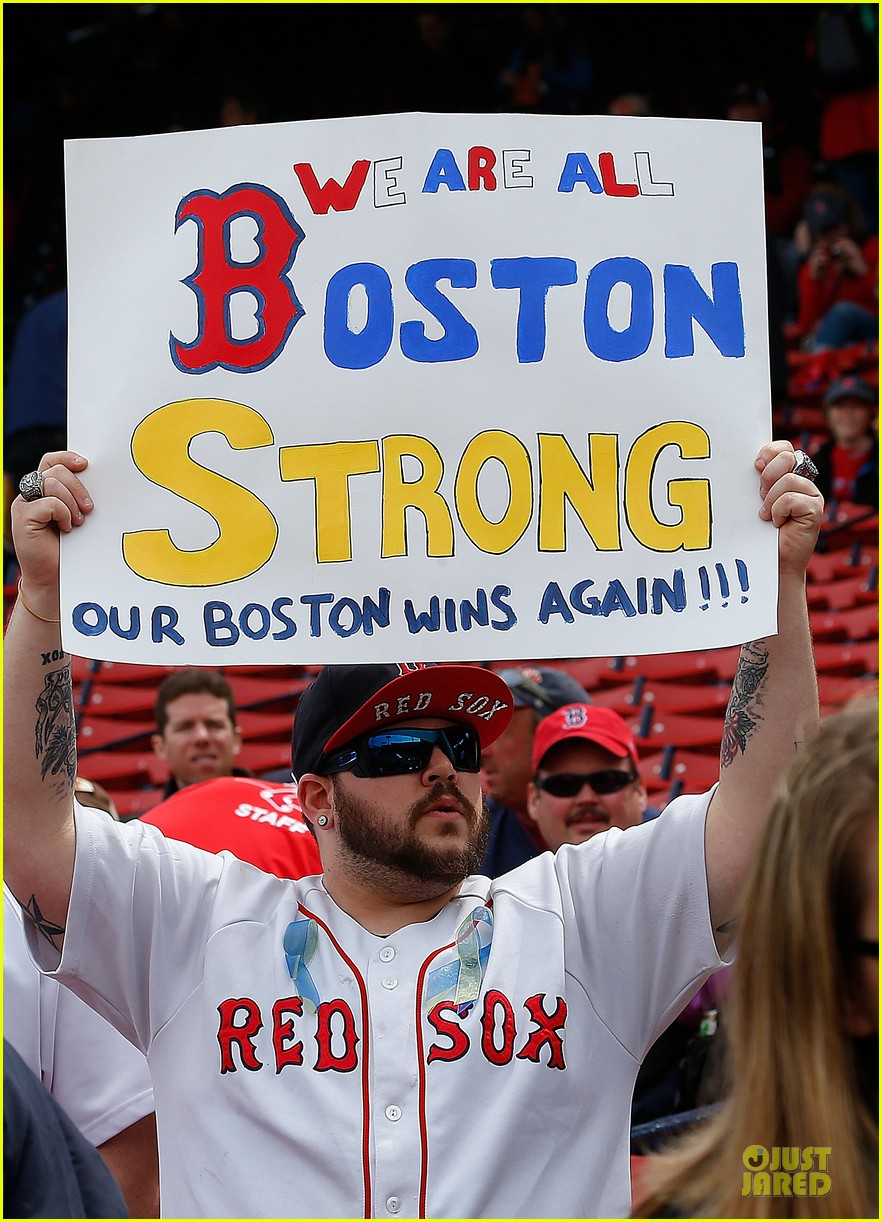 boston red sox pay tribute to bombing victims 102854205