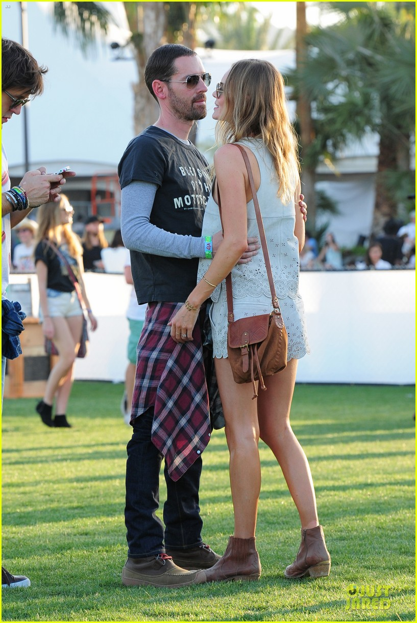 kate bosworth michael polish coachella beach house couple 01