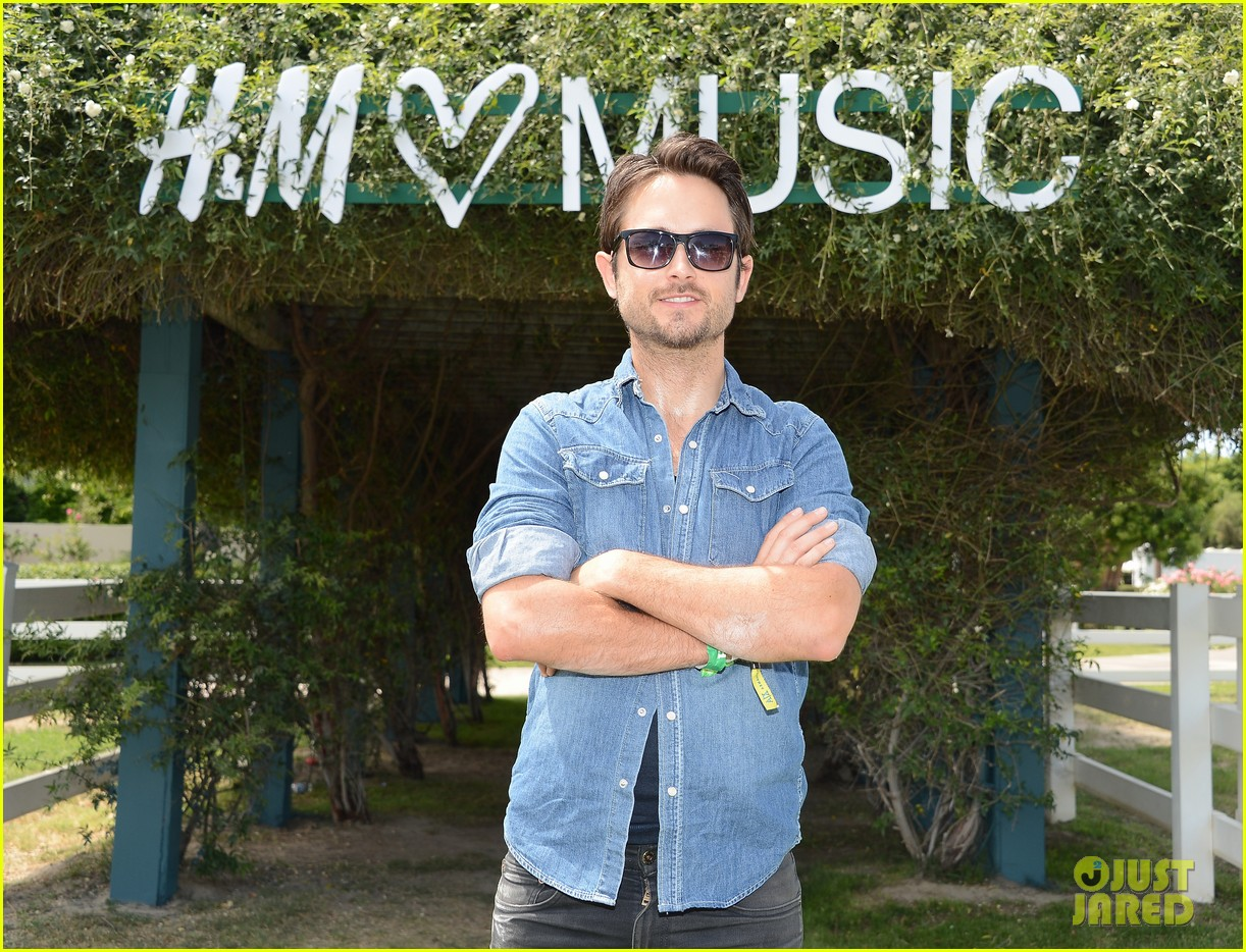 sophia bush justin chatwin hm coachella music party 04