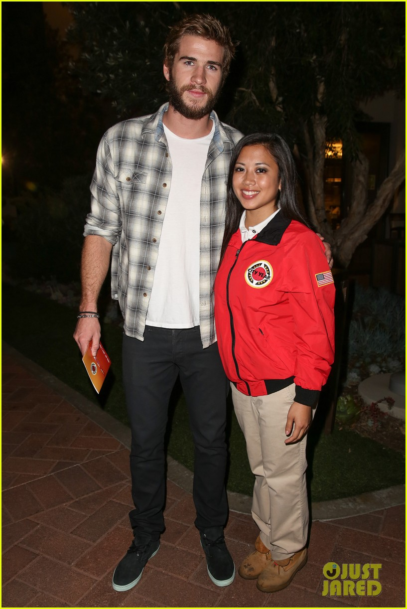 chris liam hemsworth city year los angeles fundraiser 2013 01
