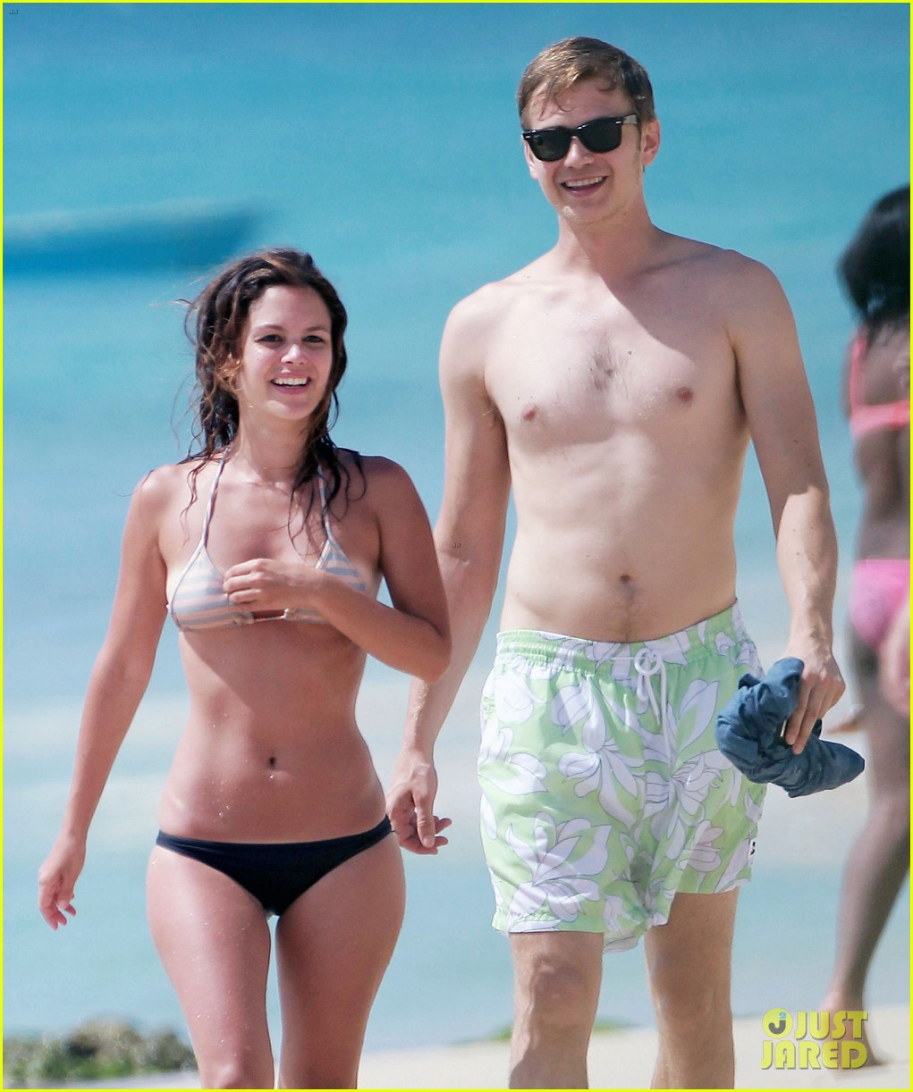 hayden christensen shirtless beach time with rachel bilson 02