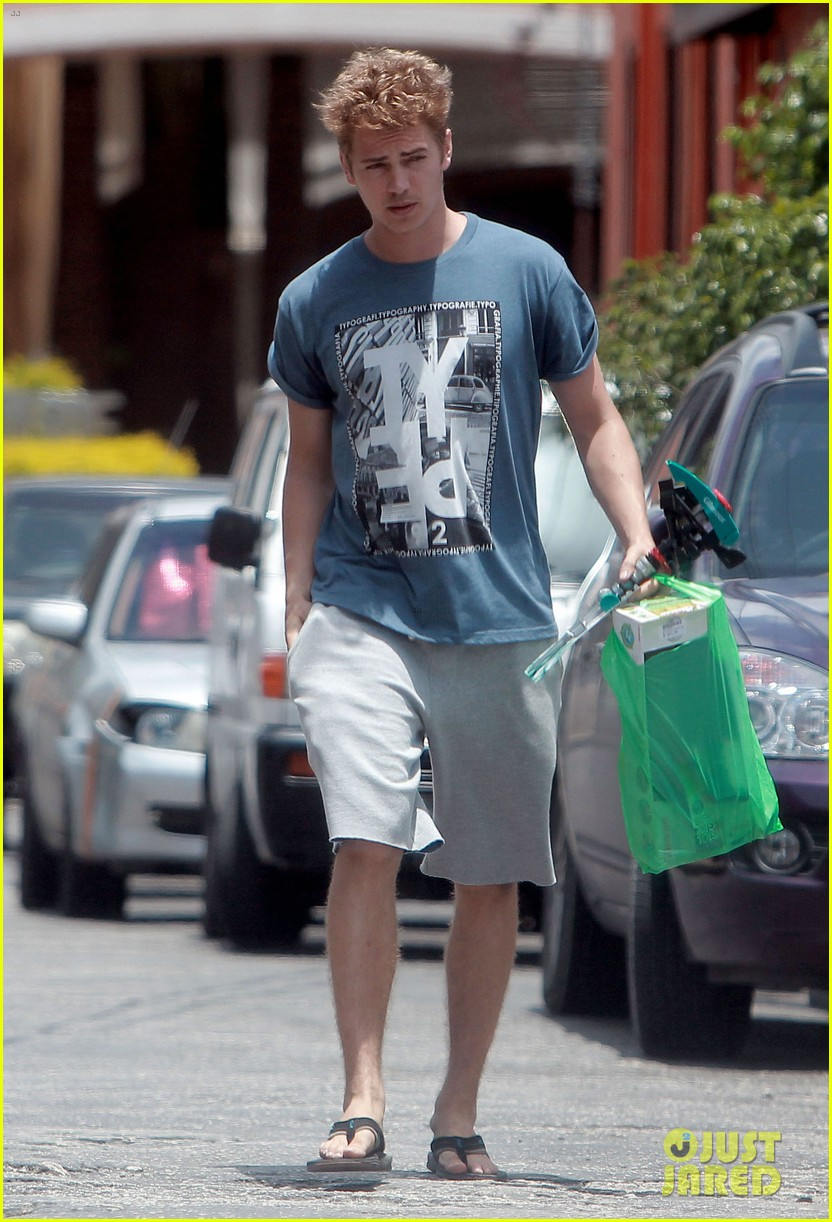 hayden christensen barbados shopper 03