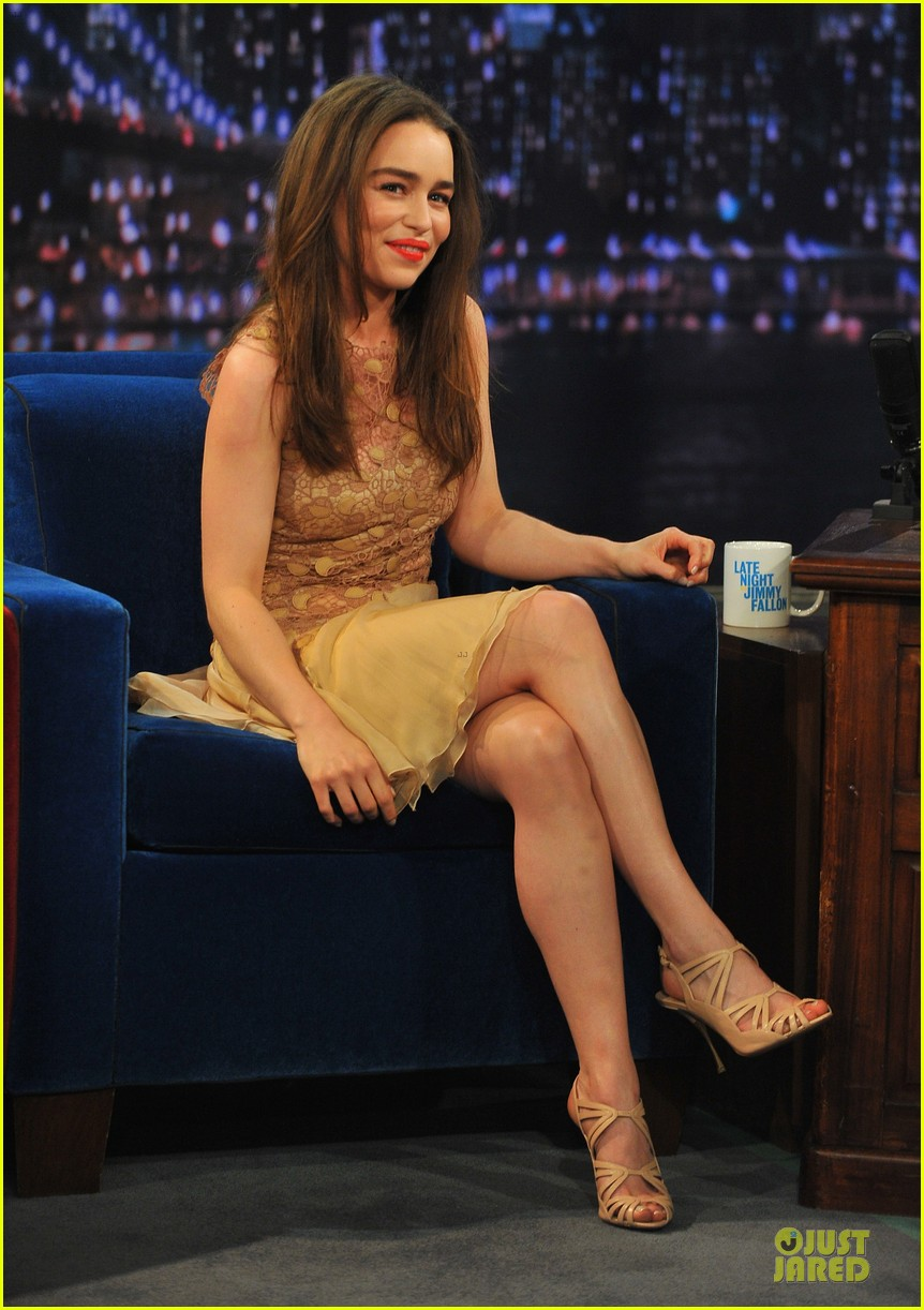 emilia clarke game of thrones promo on fallon 07