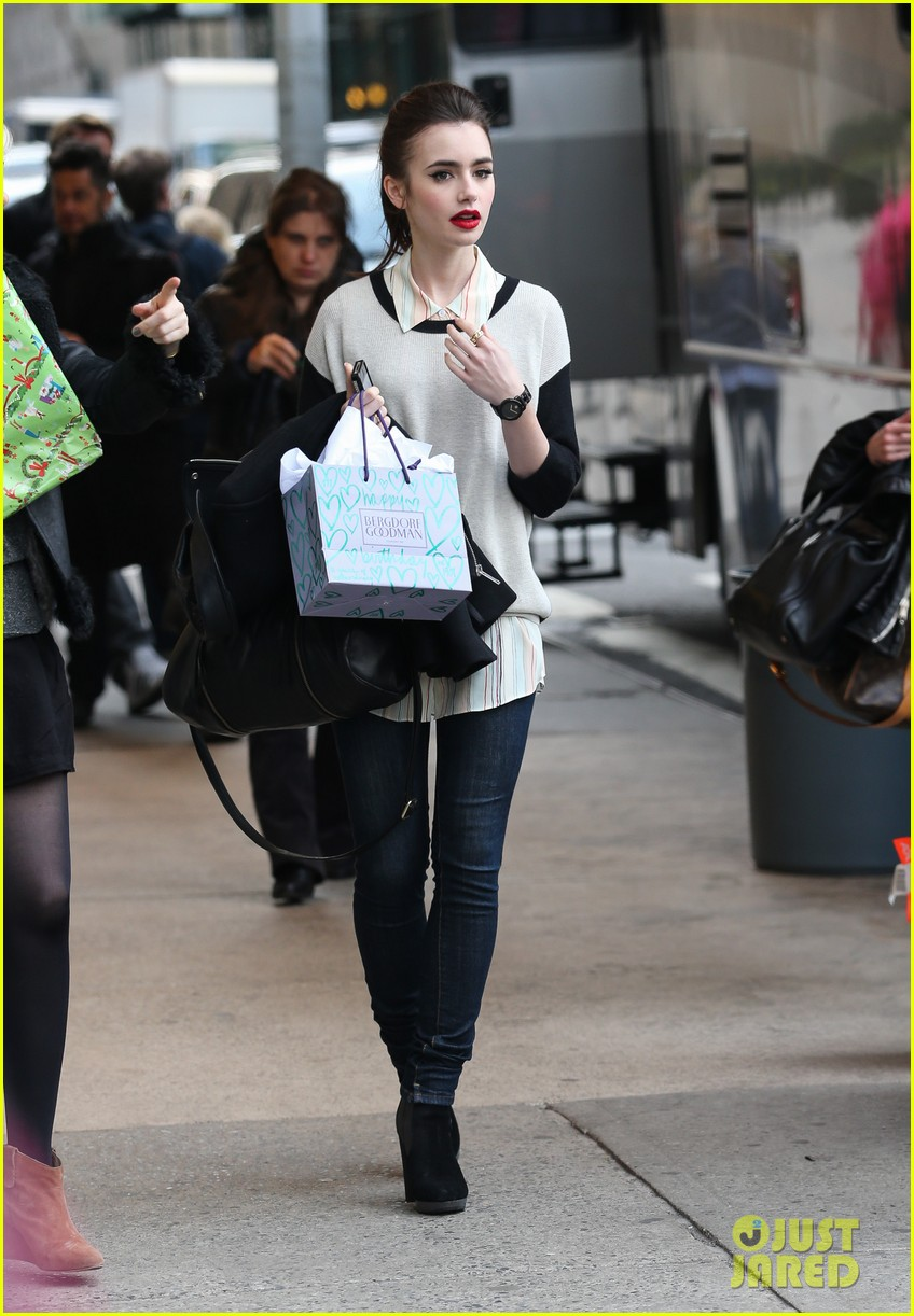 lily collins i hated screaming at julianne moore for enlish teacher 052843772