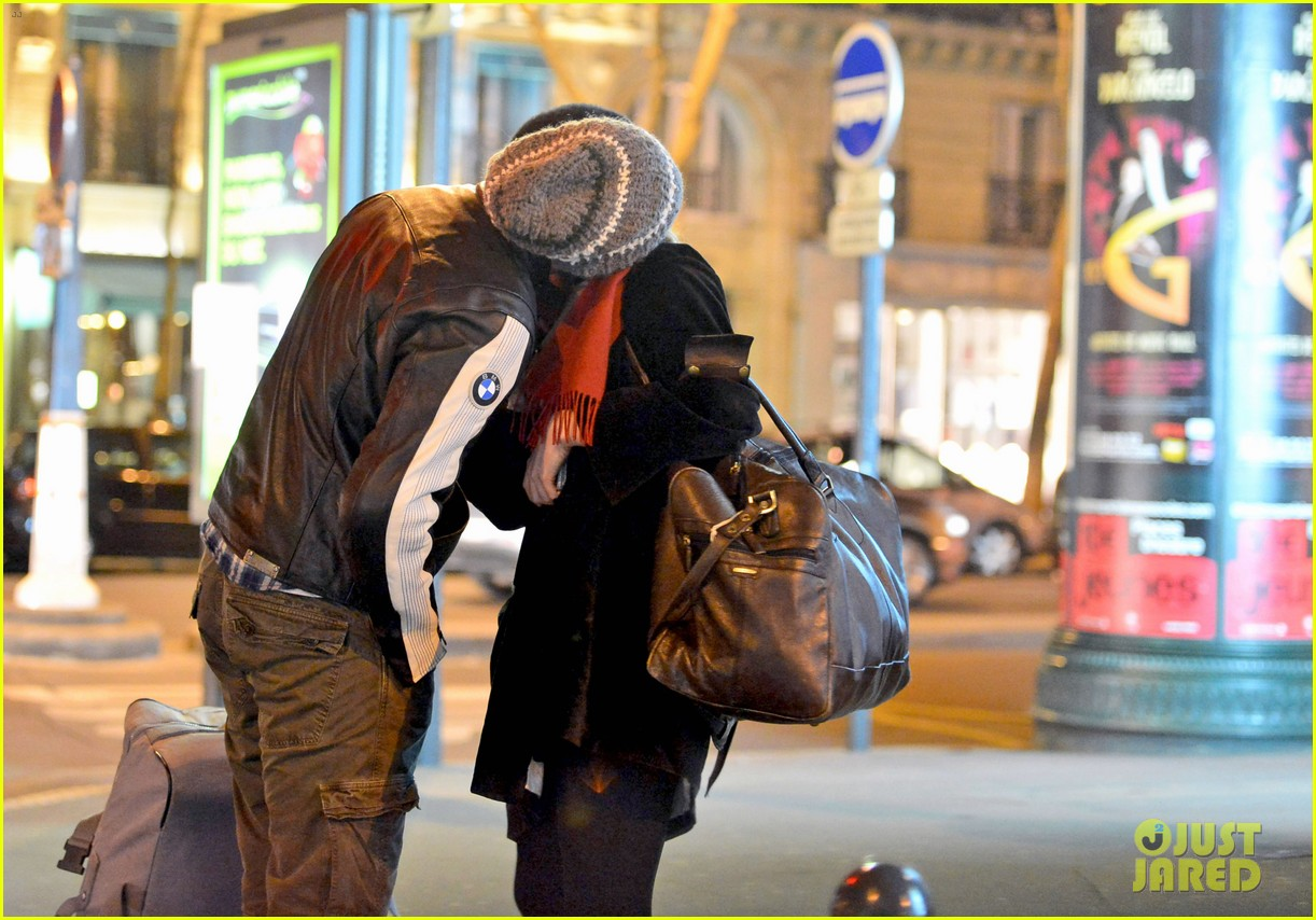 bradley cooper suki waterhouse kiss hold hands in paris 022847176