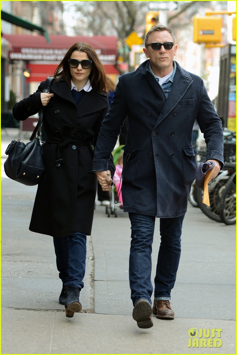 daniel craig rachel weisz hold hands after betrayal news 01