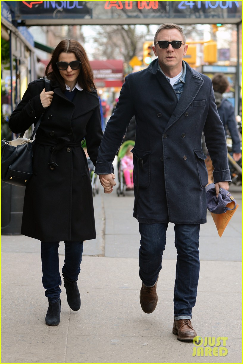 daniel craig rachel weisz hold hands after betrayal news 09
