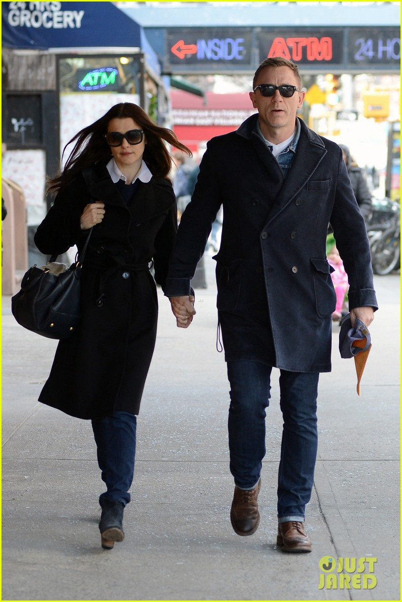 daniel craig rachel weisz hold hands after betrayal news 12