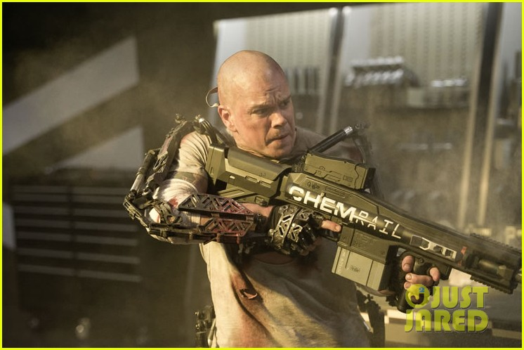 matt damon shirtless in elysium new trailer photos 032847078