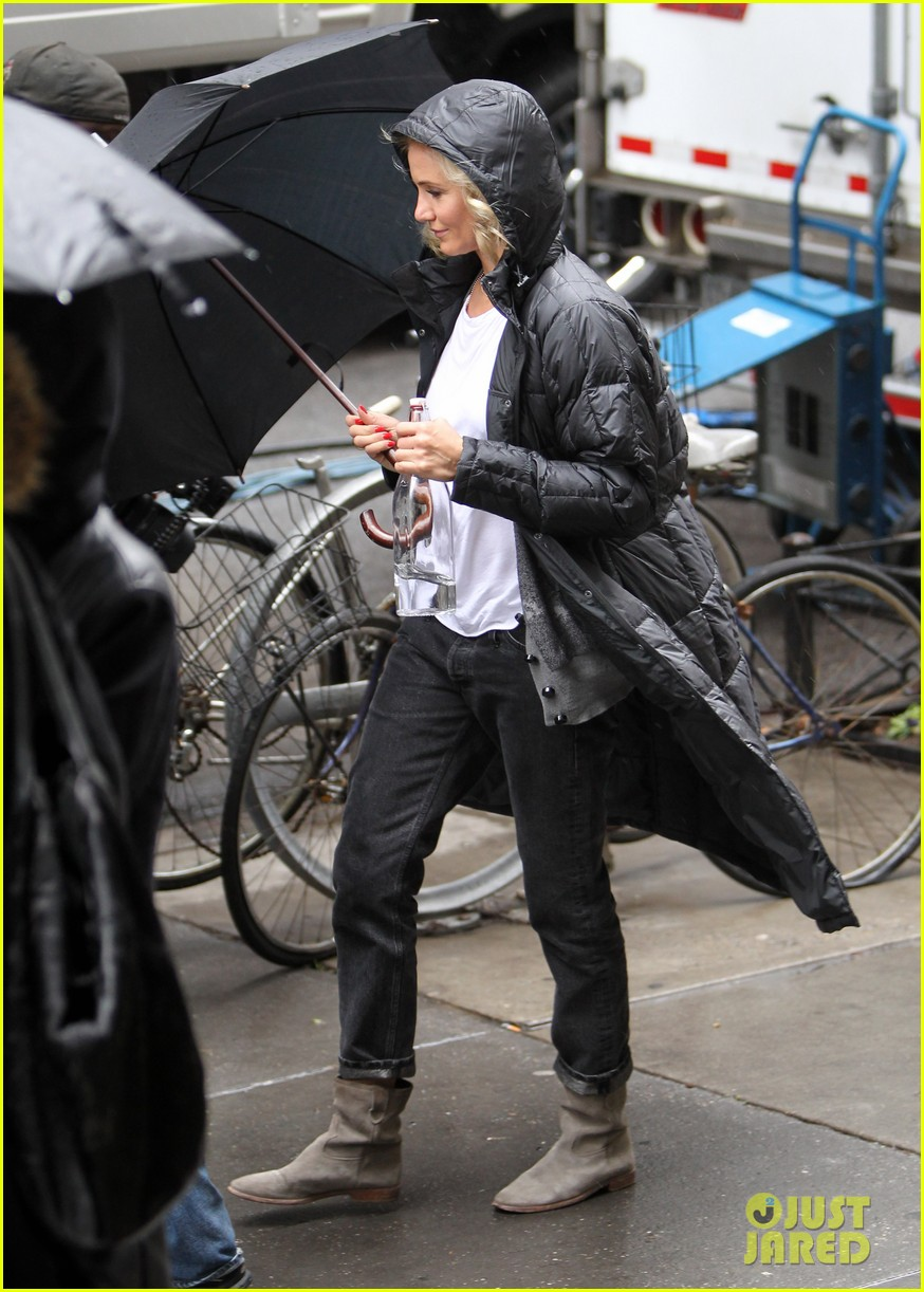cameron diaz rainy other woman set with leslie mann 092861331