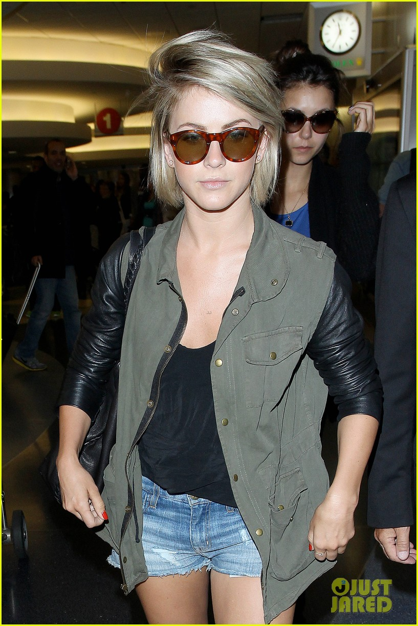 nina dobrev julianne hough fly home after girls weekend 02