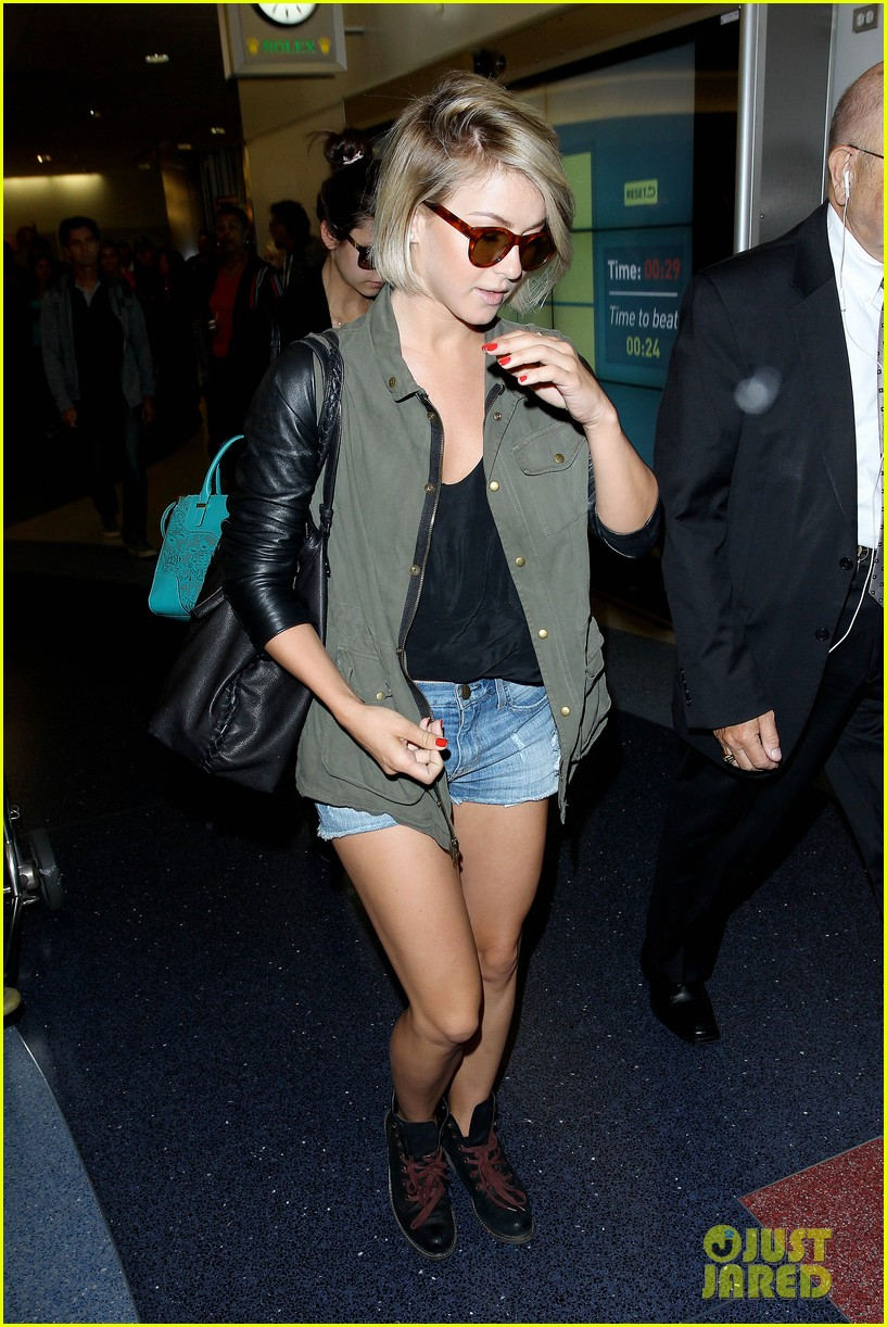nina dobrev julianne hough fly home after girls weekend 19