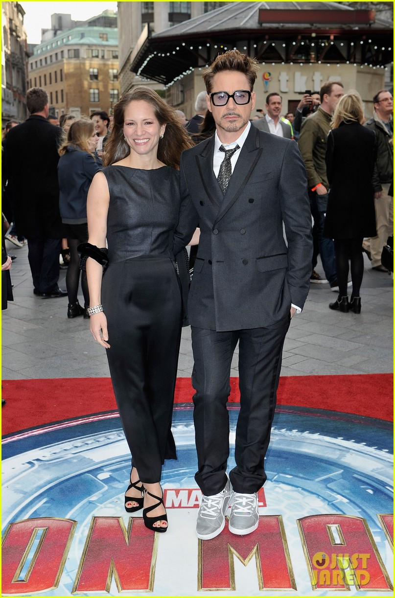 robert downey jr samantha barks iron man 3 london premiere 01