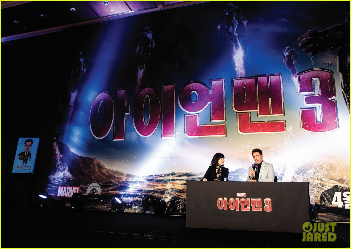 robert downey jr iron man 3 seoul premiere photo call 07