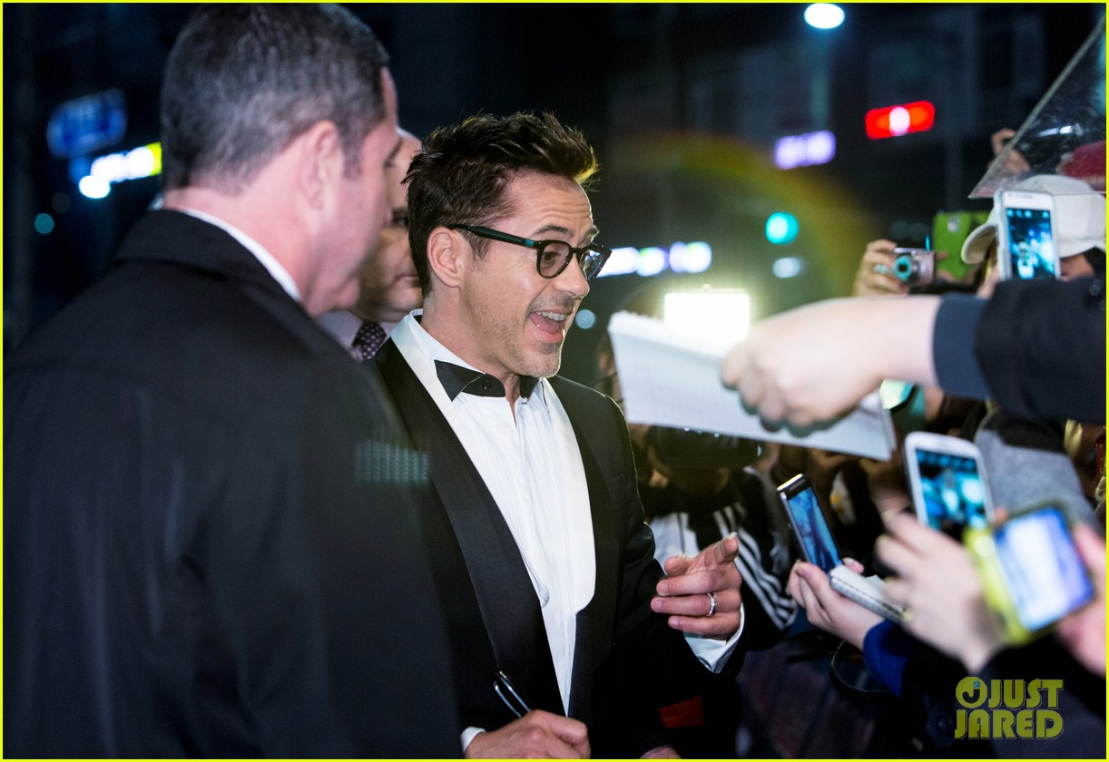 robert downey jr iron man 3 seoul premiere photo call 102843411