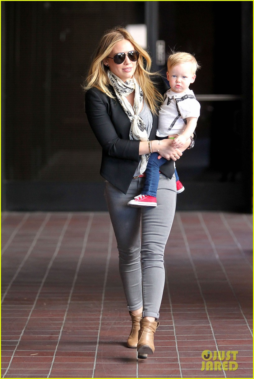 hilary duff sunny afternoons with baby luca 11