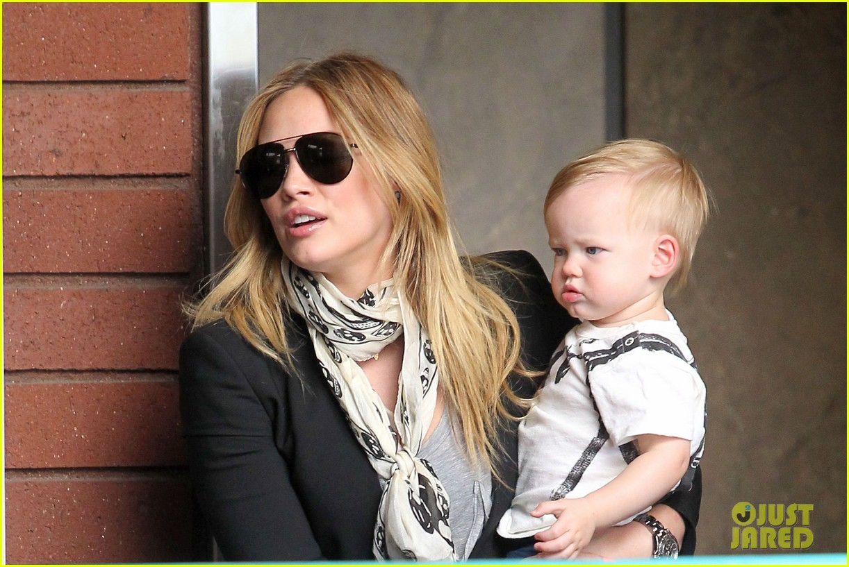 hilary duff sunny afternoons with baby luca 14