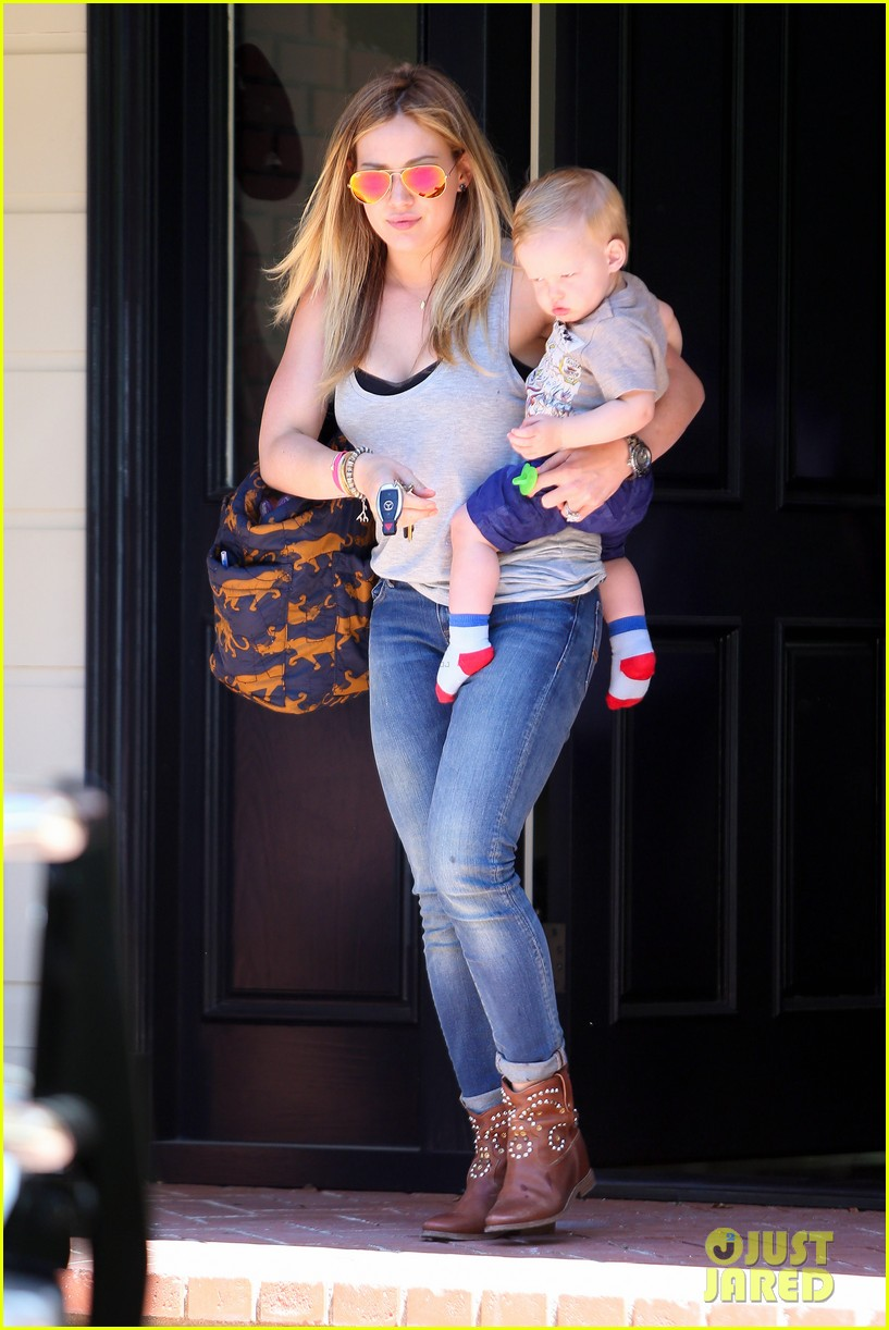 hilary duff sunny afternoons with baby luca 152853582