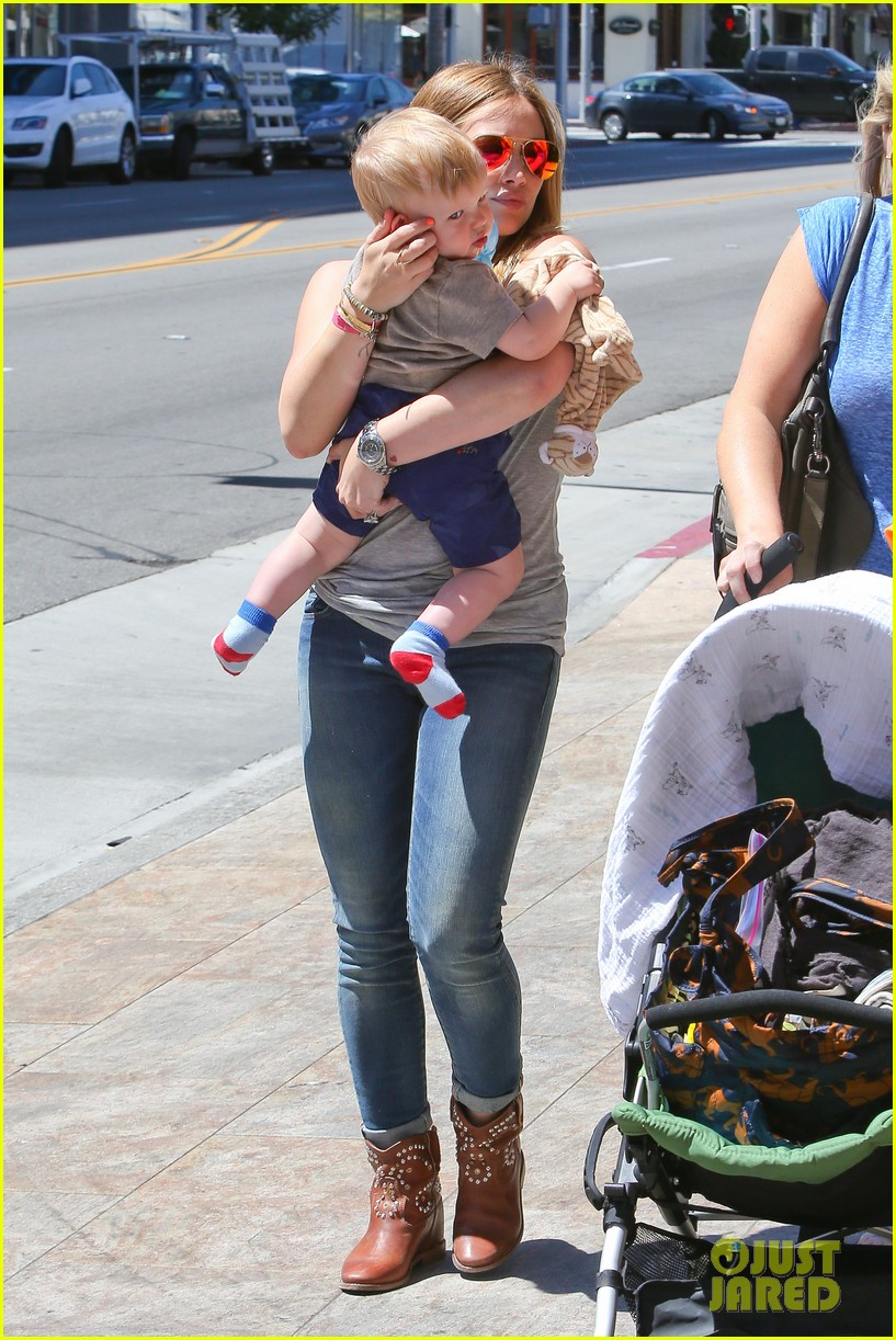 hilary duff sunny afternoons with baby luca 19
