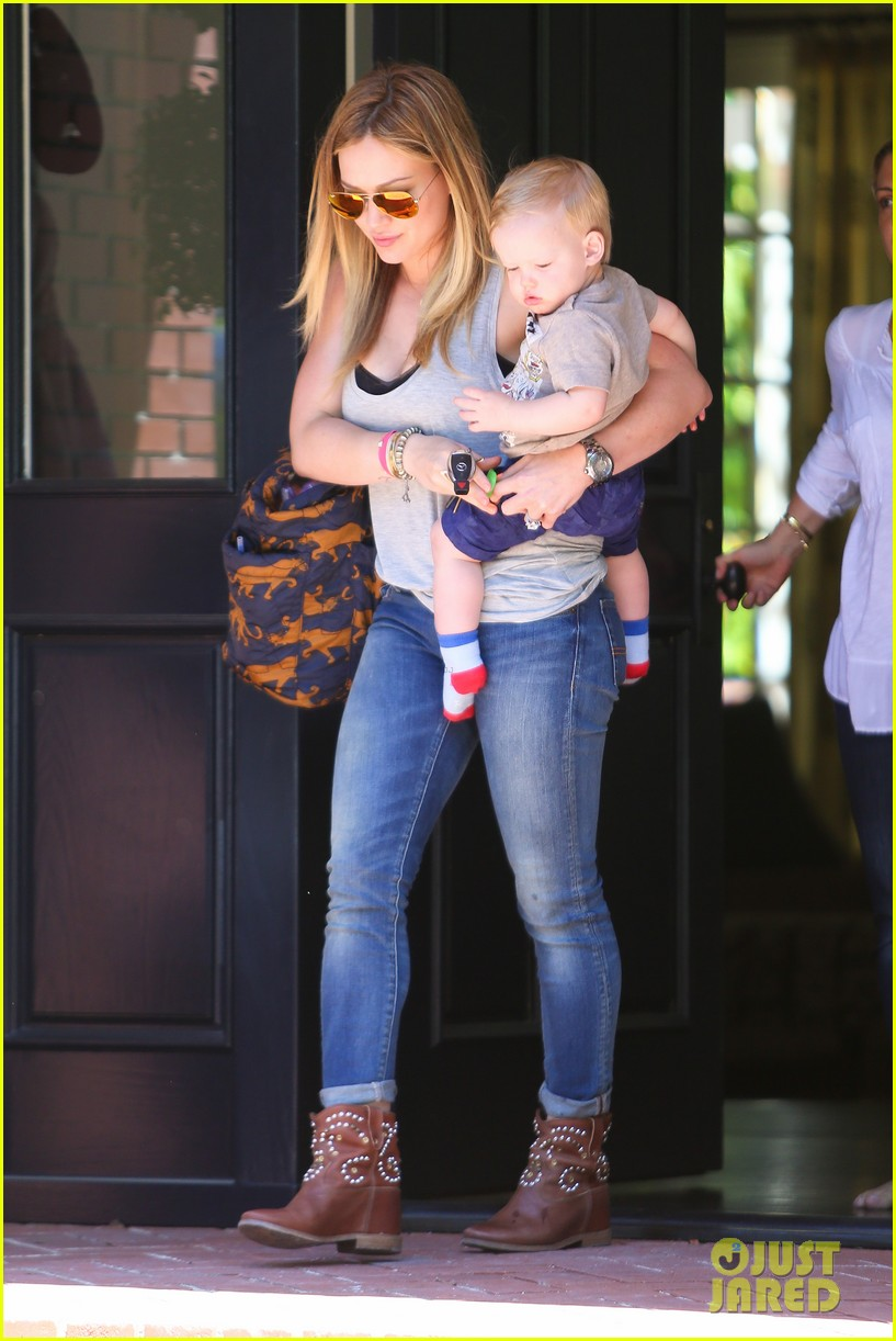 hilary duff sunny afternoons with baby luca 202853587