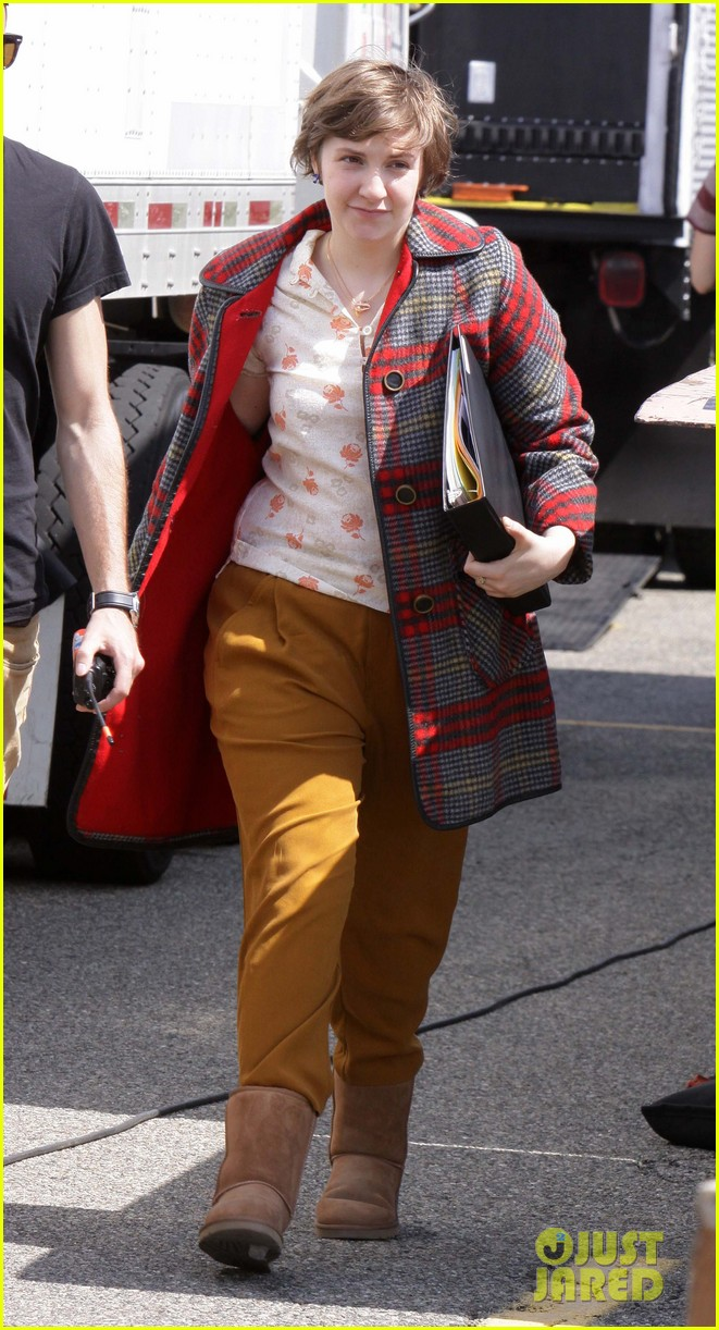 lena dunham allison williams girls set on location 02