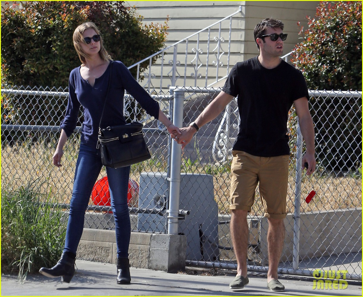emily vancamp joshua bowman lunching lovebirds 132859135
