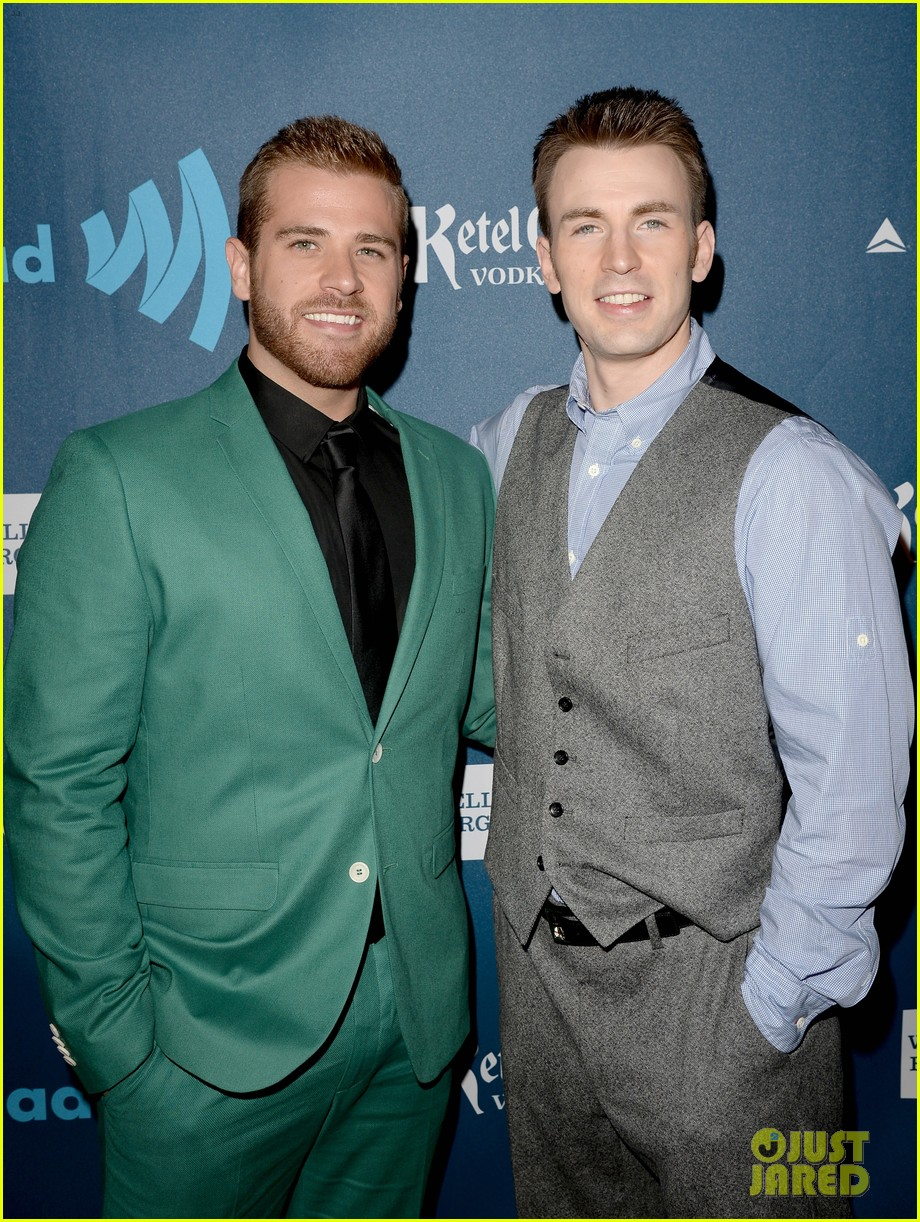 chris evans glaad media awards 2013 with brother scott 022854332