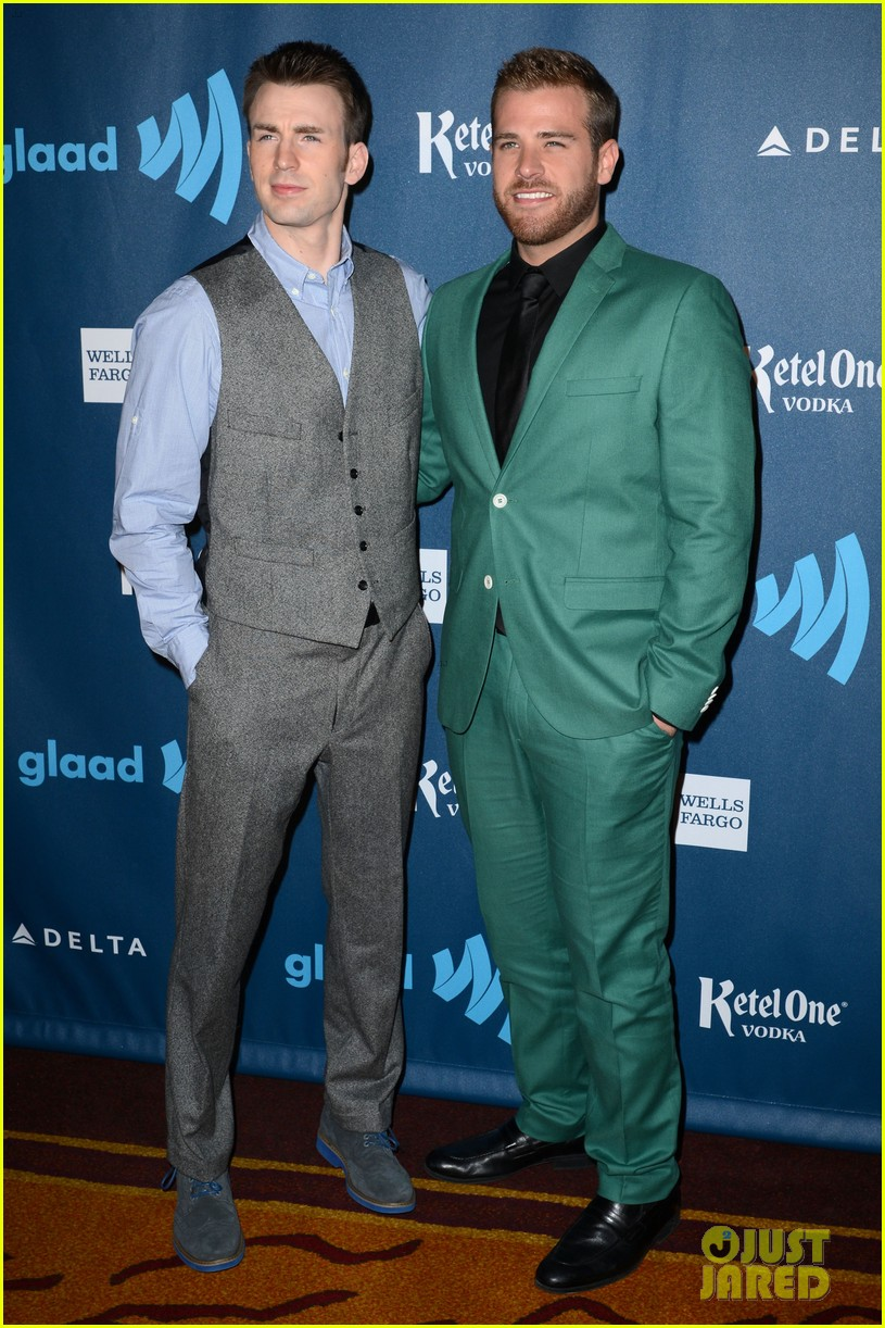 chris evans glaad media awards 2013 with brother scott 03