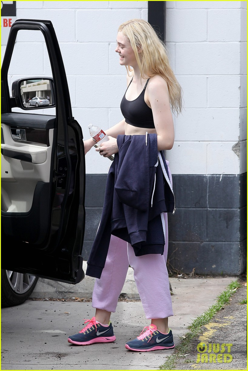 elle fanning sports bra workout 04
