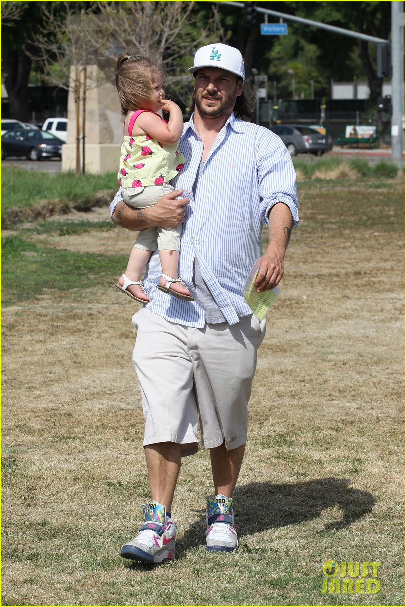 kevin federline cheers sean preston jayden james soccer games 132845328